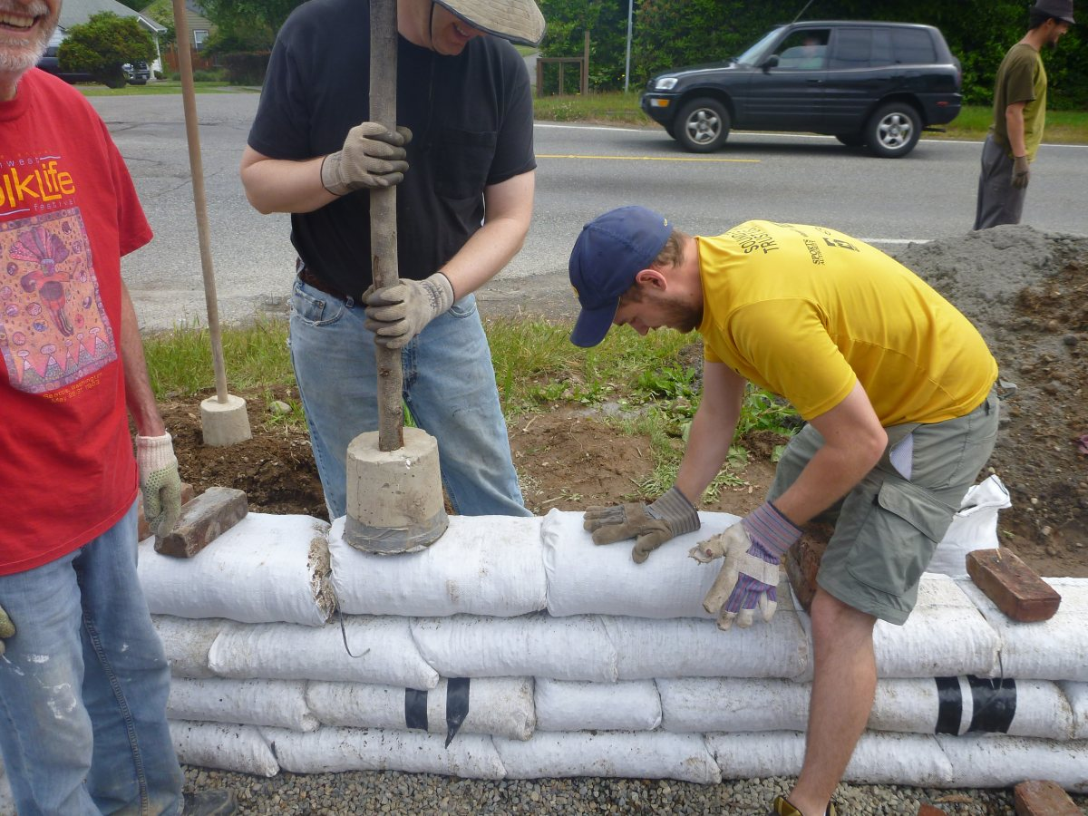 Adjusting an earthbag row